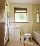 the bathroom at waldon valley lodge in devon